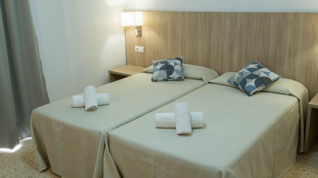 Habitación doble. Hostal Mayol en Ibiza.
